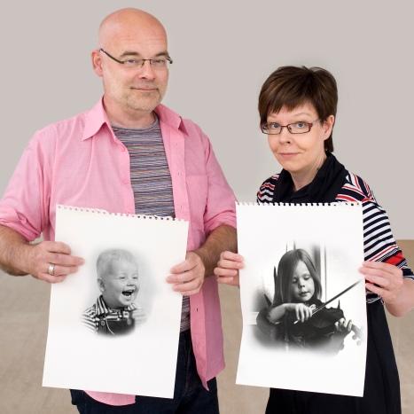 Liisa Lauerma ja Ismo Rekola sekä omat lapsuuspotretit. Kuva: Anne Nisula