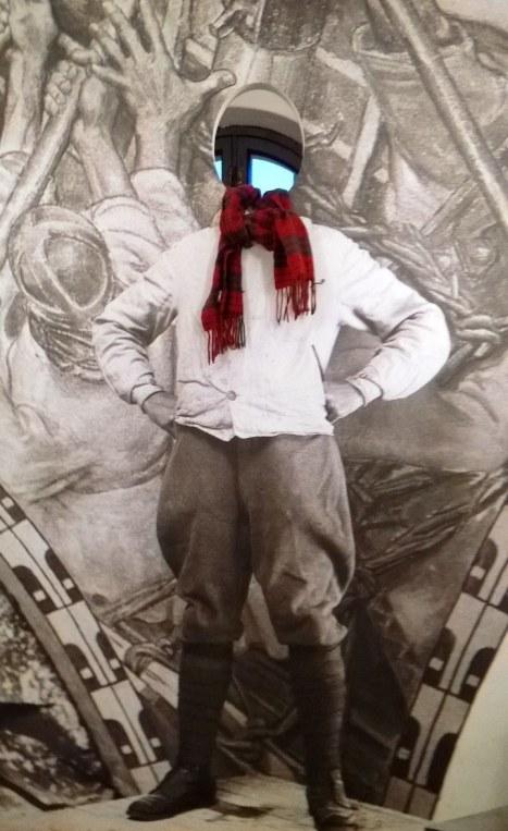 Tornissa Terho otti valokuvan kaulahuivistaan.