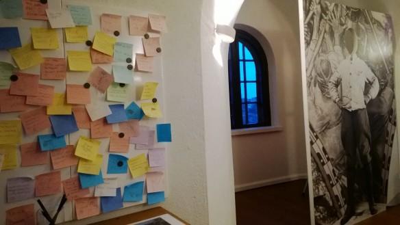 Moni kävijä oli tornissa kirjannut oivalluksiaan.