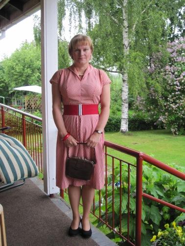 Tuovi äidin 1950-luvun mekossa.